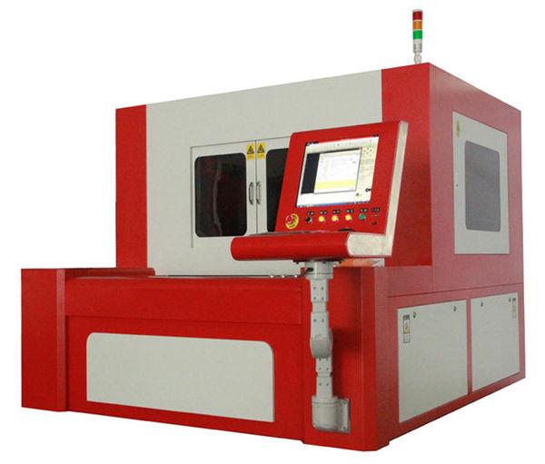 380V 50 / 60HZ الألياف آلة القطع بالليزر لقطع معدنية عالية الدقة